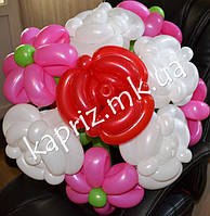 Букет из шаров из  5 роз 4 ромашки