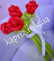 Букет из 5 голландских роз из шаров