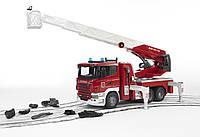 Игрушка - большая пожарная машина SCANIA R-series с лестницей (водяная помпа + свет+звук), М1:16 03590 (35401)