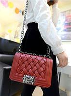 Стильная сумочка-клатчв стиле Шанель. Красная