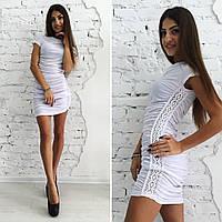 Платье со складками и вставками из кружева