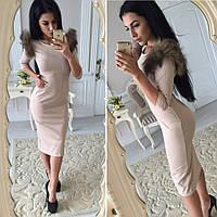 Красивое платье-миди с мехом на плечах