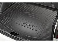 Коврик багажника резиновый с лого оригинал для 4-дверного Ford Focus 2014-on