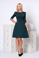Изящное платье для работы и отдыха модного фасона с декоративными складками