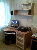 Компьютерный стол в маленькую комнату