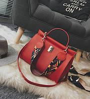 Стильная женская вместительная сумка красного цвета