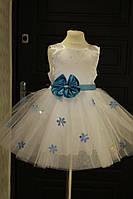 Красивое праздничное платье снежинка на девочку с пышной юбкой из фатина и пайетками