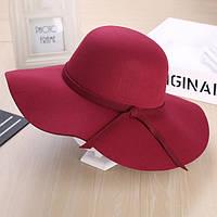 Стильная женская широкополая шляпа из фетра цвета марсала
