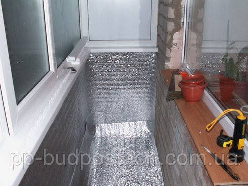 Що таке пенофол і як утеплити балкон цим матеріалом?