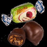 Шоколадные конфеты Яблоко с грецким орехом Skava