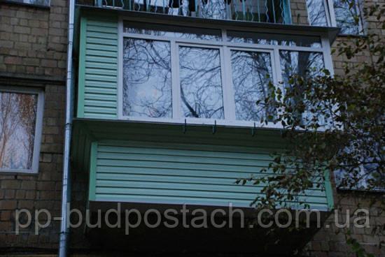 Оздоблення балкона сайдингом