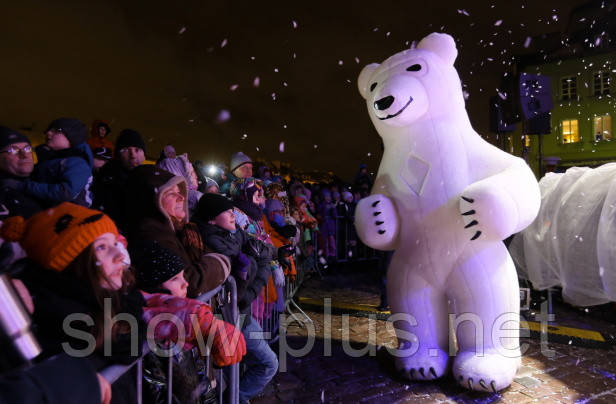 Панда, Белый Медведь и Дед Мороз покоряют Варшаву
