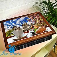 Поднос на подушке Утренний кофе с круассанами