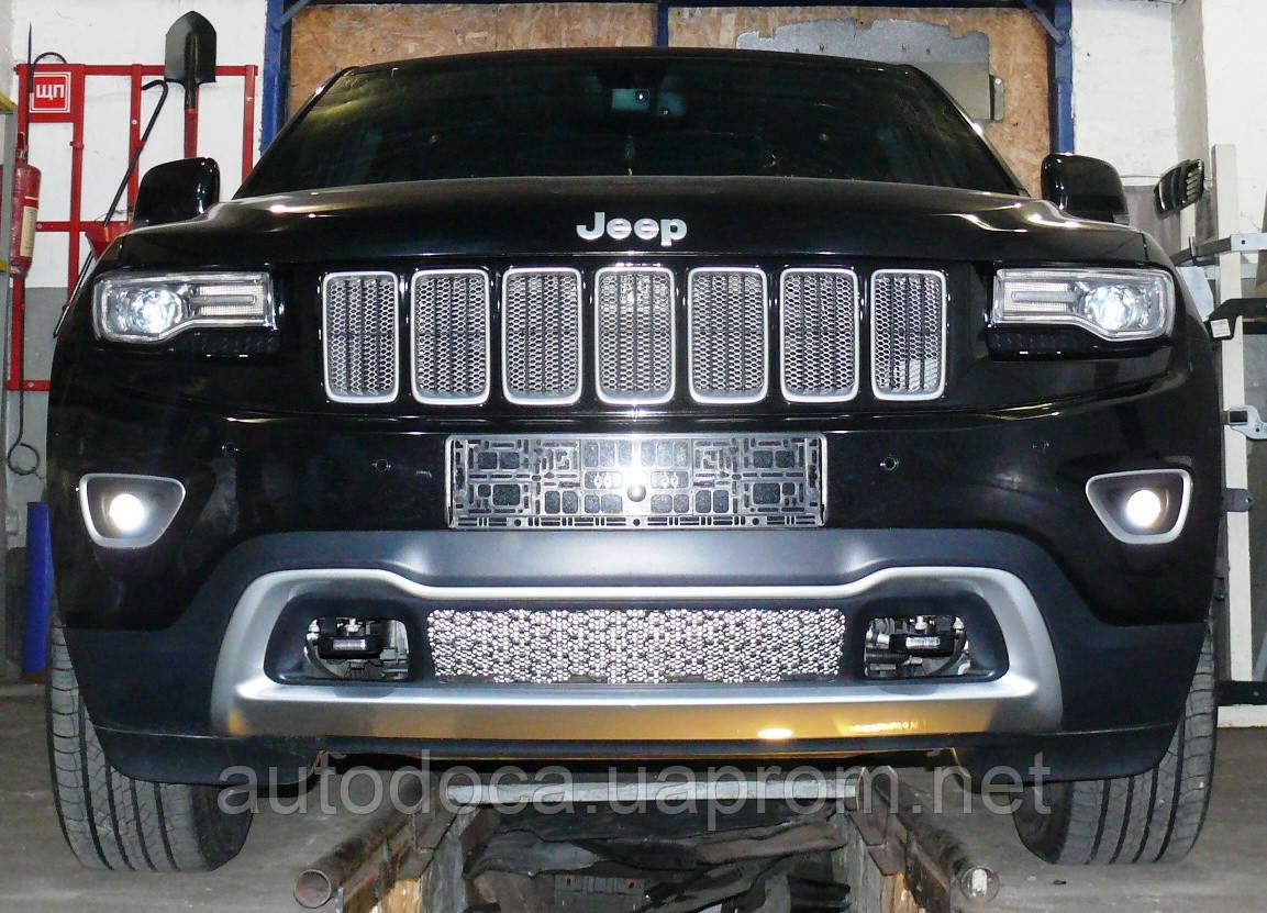 Декоративно-защитная сетка радиатора Jeep Grand Cherokee 2013- фальшрадиаторная решетка, бампер