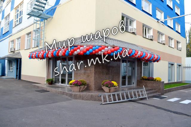 Гирлянда из воздушных шаров для украшения фасада