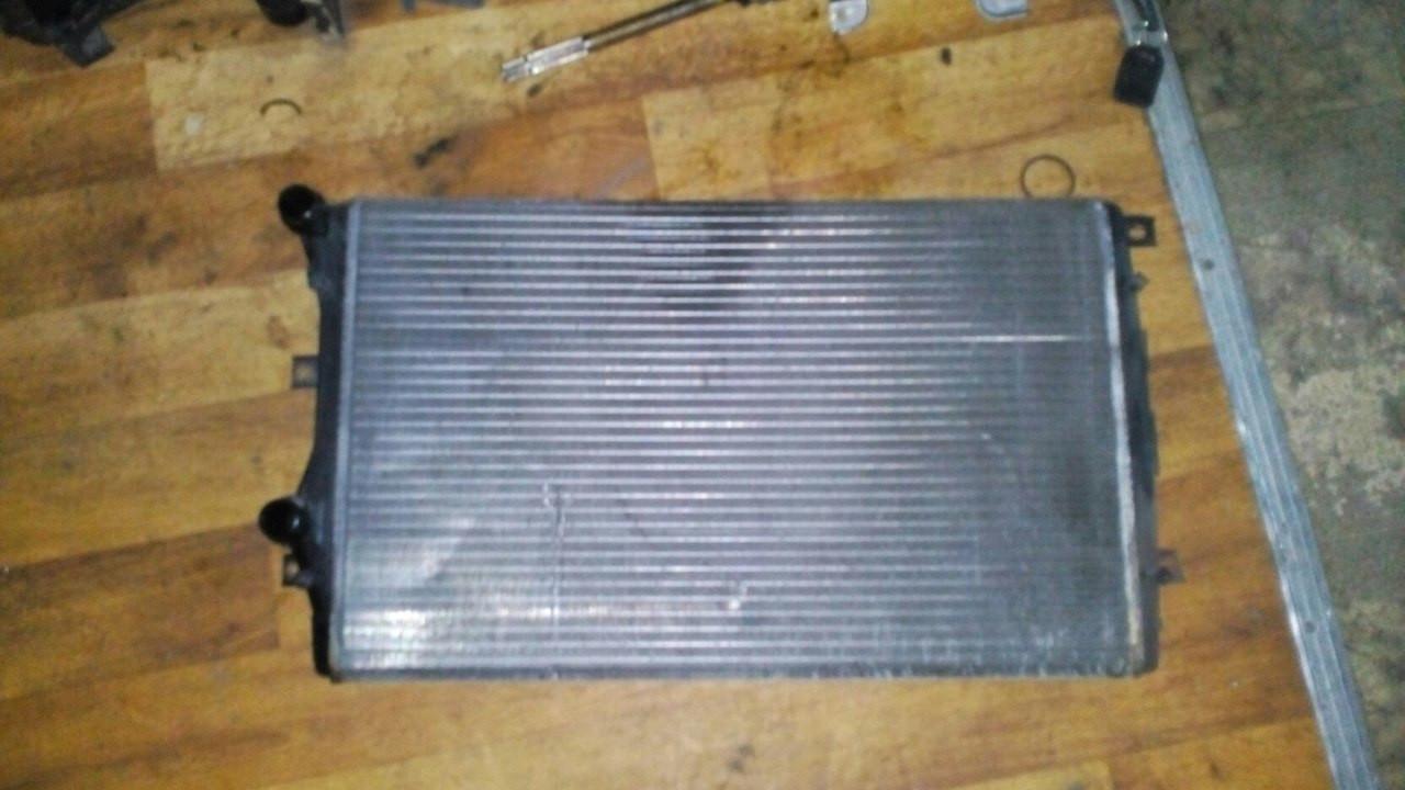 Б/у радиатор 1k0121253aa Volkswagen Caddy