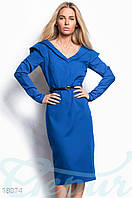 Платье футляр миди с V-образным вырезом на груди и спинке. Цвет синий электрик.
