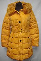 Зимнее женское пальто на замке с капюшоном желтое