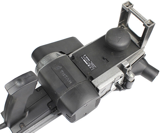 Рубанок TITAN ПР200-110/PR20011 (2000Вт, 110 мм, с переворотом)
