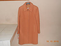 Персиковое шерстяное пальто