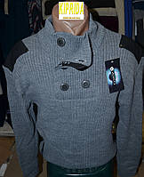 Мужской свитер с оригинальной горловиной