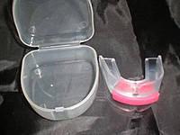 Капа одночелюстная. Материал: силикон. Цвет: красный. В пластиковой коробке.