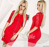 Красное женское платье с гипюровыми рукавами