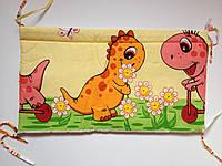 Защита бампер в детскую кроватку Дино желтый