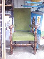 Каминное деревянное кресло.