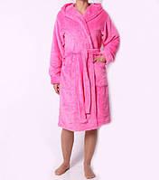 Красивый женский махровый халат нежно-розового цвета на запах