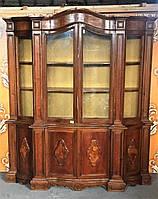 Красивый деревянный сервант-буфет (витрина)