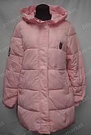 Зимняя удлиненная женская куртка на замке с капюшоном розовая