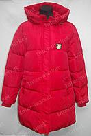 Зимняя удлиненная женская куртка на замке с капюшоном красная