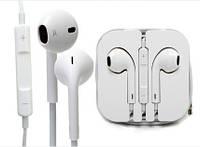 Наушники EarPods фирмы Apple со встроенным микрофоном