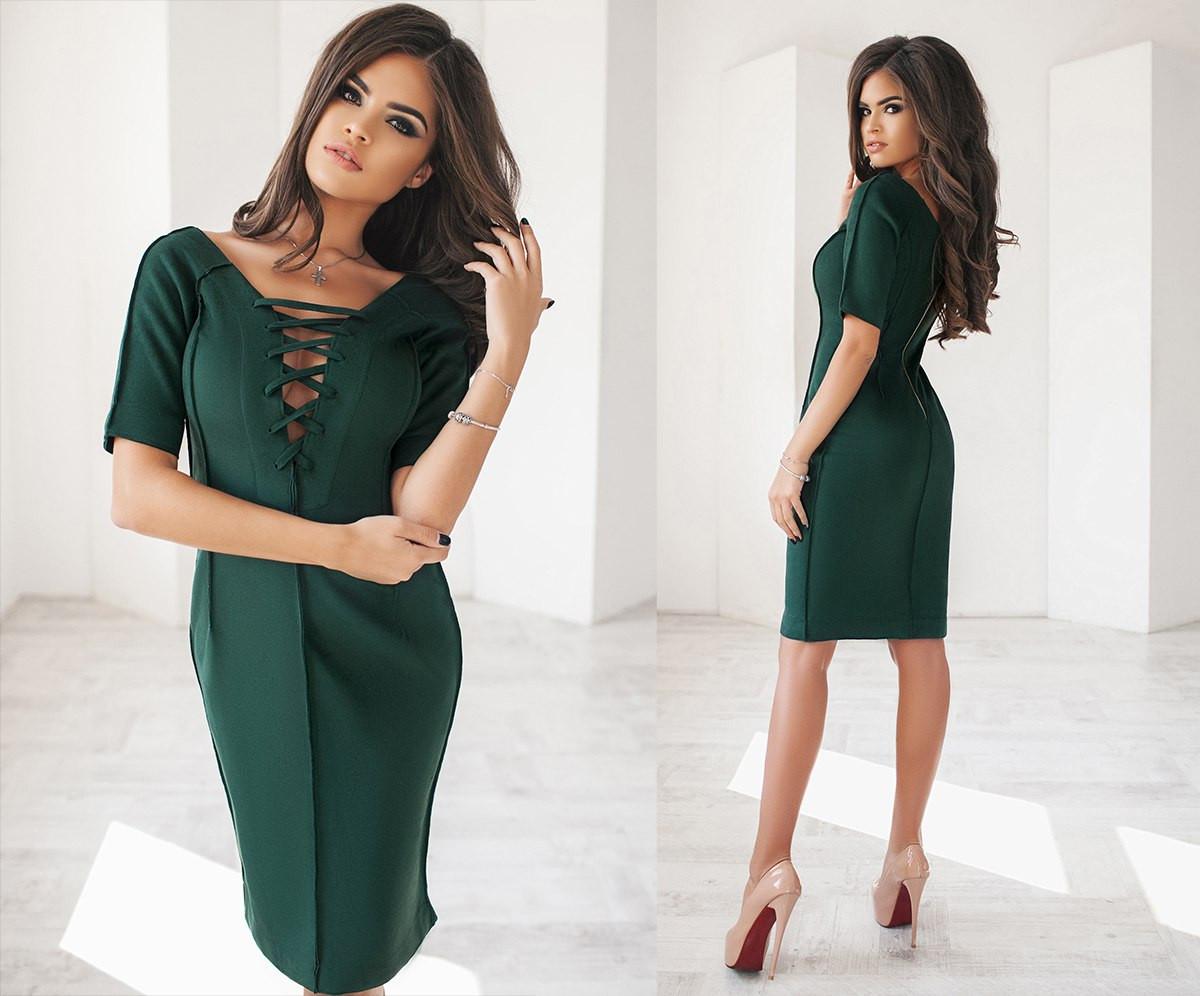 Платье по фигуре с декольте