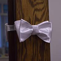 Классическая мужская белая галстук-бабочка