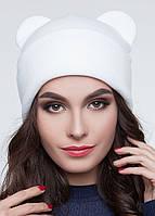 Женская шапка с ушками белая