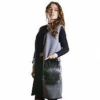 Женский серый жилет с капюшоном и меховыми карманами