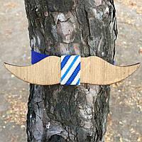 Bow Tie House™ Бабочка деревянная в форме усов с бело-синей полоской