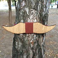 Bow Tie House™ Бабочка деревянная в форме усов с вставкой кирпичного цвета