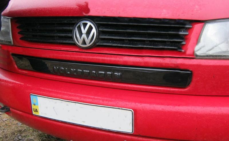 """Зимняя накладка Volkswagen T4 1998-2003 """"косые фары"""" (низ), Глянец"""
