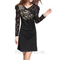 Чорное платье с вышивкой и кружевом