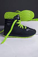 Кроссовки женские чёрные с зелёным