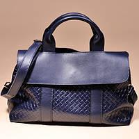 Синяя сумка плетеная