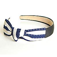 Обруч для волос оптом, широкий, с бантом из ткани в бело- синюю крупную полоску