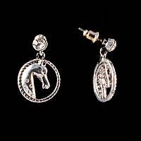 Серьги  пусеты с подвеской- медальоном в виде коня, цвет серебро\25*17мм
