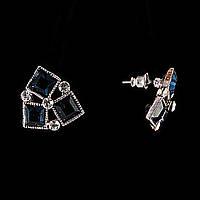 """Серьги-пусеты треугольной формы из трёх пар квадратных синих страз """"чешское стекло"""" Ø13мм"""