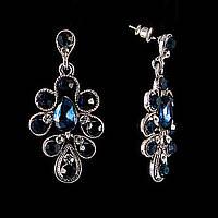 Серьги-пусеты с подвесками из синих каплевидных и круглых стразов, под серебро\  40*20мм