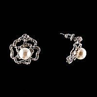 Серьги-пусеты Роза,с белым жемчугом (им) и стразами(металл под серебро)2см