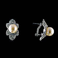 Серьги Цветок,с жемчугом (им) и стразами(металл под серебро)2,5*1,5см